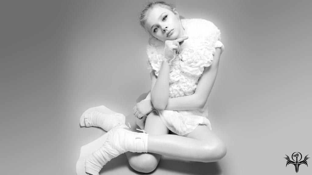 Chloe Moretz BW